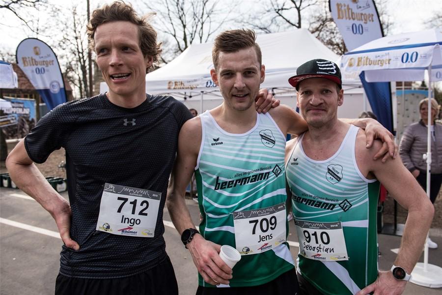 Platz 1 bis 3 auf der Kurzstrecke gingen an Läufer des SV Teuto Riesenbeck (v.l.): Ingo Westermann (Zweiter), Sieger Jens Spinneker und Sebastian Paetzke.